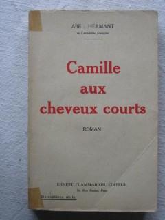 Camille aux cheveux courts